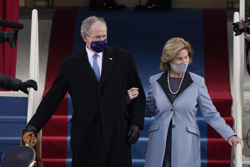 George W. Bush e sua esposa Laura chegam ao Capitólio dos EUA antes da posse do presidente eleito Joe Biden, em Washington, nesta quarta-feira (20) — Foto: Patrick Semansky/AP/Pool