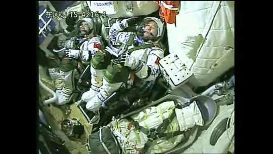 China lança foguete para uma missão de um mês em laboratório espacial experimental
