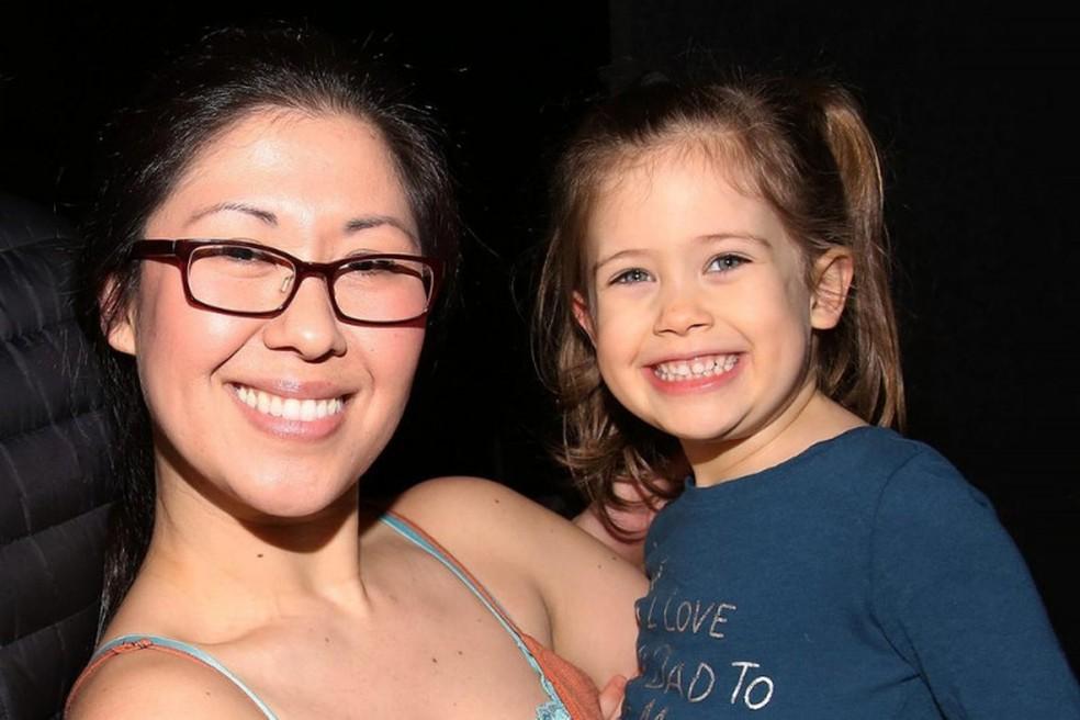 Grávida, atriz sofre acidente gravíssimo e filha de quatro anos morre