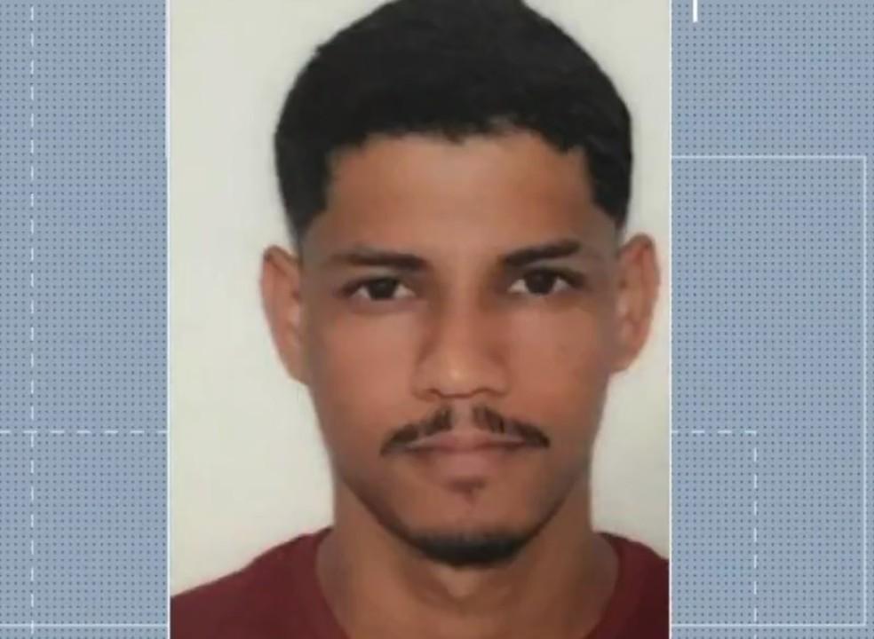 Rozenildo Lourenço da Silva, de 25 anos, foi morto em troca de tiros — Foto: Reprodução