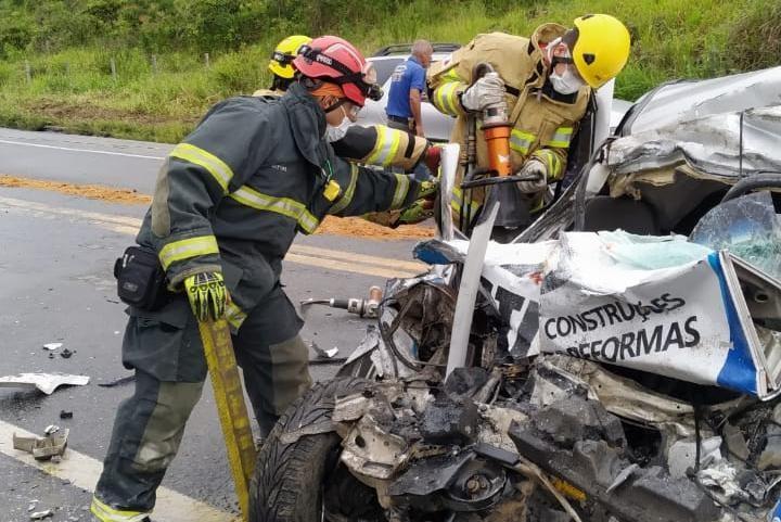 Quatro pessoas da mesma família morrem em acidente, em Abre Campo