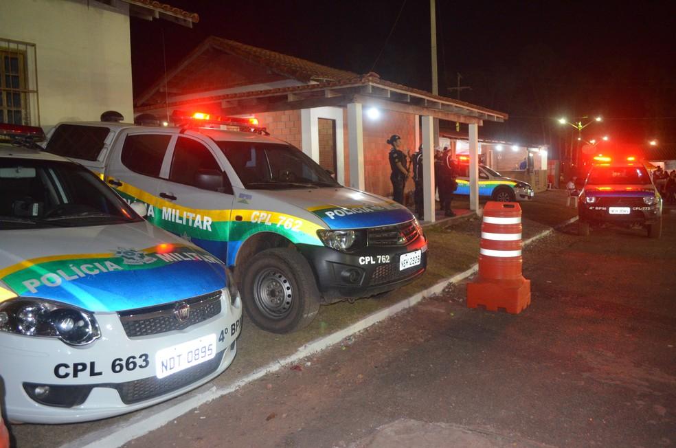 Policiais militares ficam de prontidão na 20ª Expoac.  (Foto: Magda Oliveira/G1)