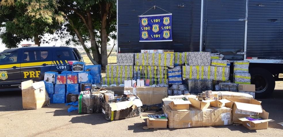 Produtos seriam entregues em Cuiabá — Foto: PRF/Divulgação