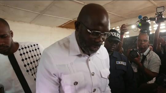 Ídolo do futebol é eleito presidente da Libéria