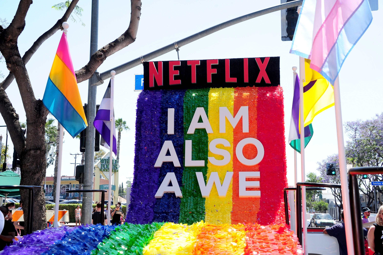 Netflix na parada LGBT de Los Angeles no início de junho de 2018 (Foto: Getty Images)