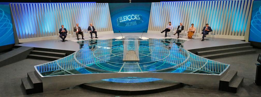 Candidatos à Presidência da República se posicionam no estúdio da TV Globo no Rio de Janeiro antes do início do debate — Foto: Marcos Serra Lima/G1
