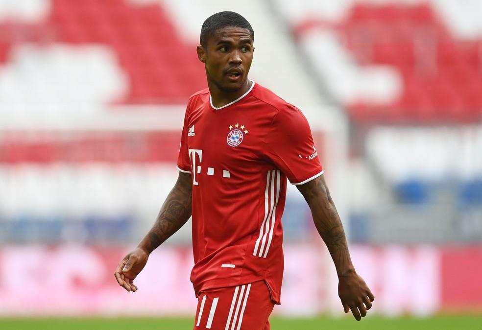 Douglas Costa é um dos nomes acompanhados pelo clube e já contatados por Renato — Foto: Reuters