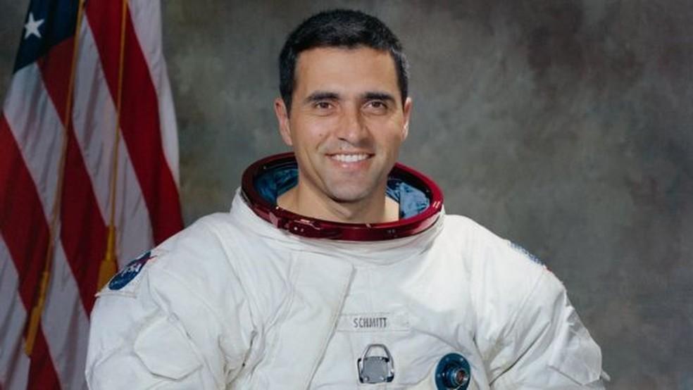Harrison Schmitt integrou a equipe da Apollo 17, em 1971; para ele, foi difícil se adaptar à escuridão do espaço (Foto: AFP)