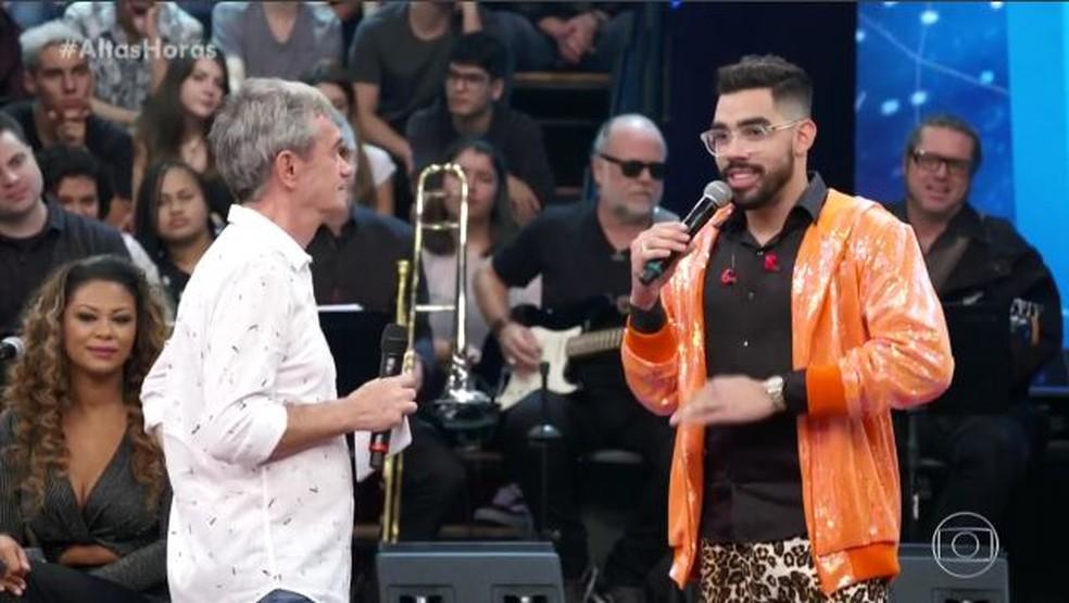 Gabriel Diniz participou do 'Altas Horas' de Dia das Mães e conversa com Serginho Groisman — Foto: TV Globo