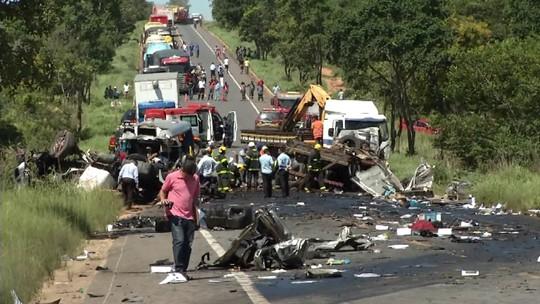 11 mortos em acidente na BR-251 foram identificados em Montes Claros