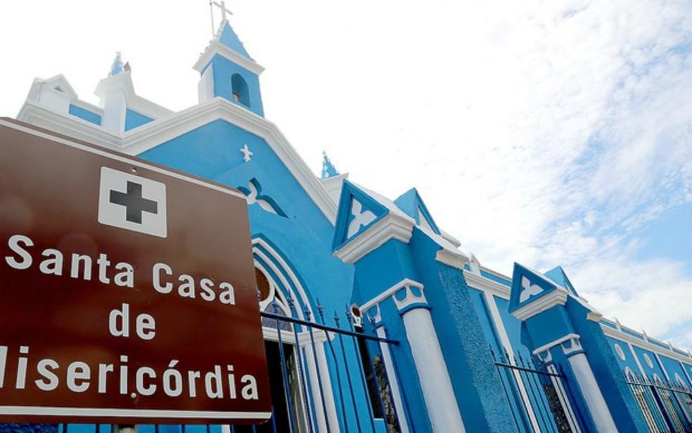 Médicos alegaram salários em atraso e pediram demissão da Santa Casa de Cuiabá (Foto: Lenine Martins/Gcom-MT)