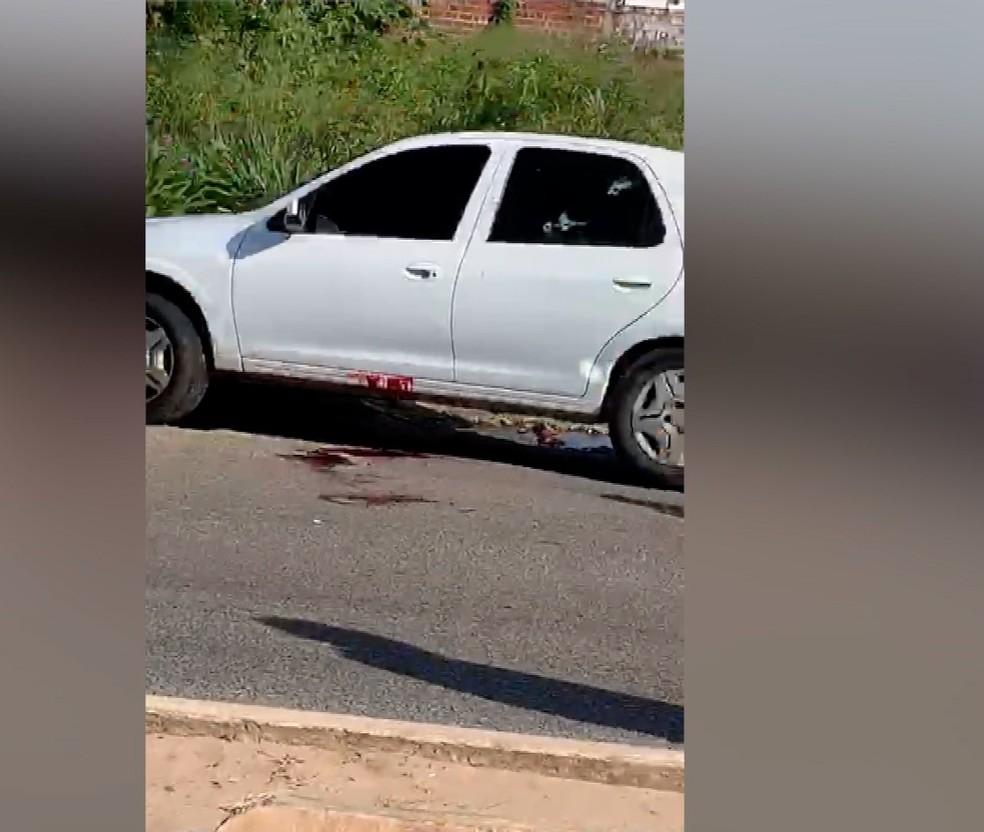 Marcas de sangue ficaram no carro após confronto com a Polícia na Zona Norte de Natal  — Foto: Reprodução/Inter TV Cabugi