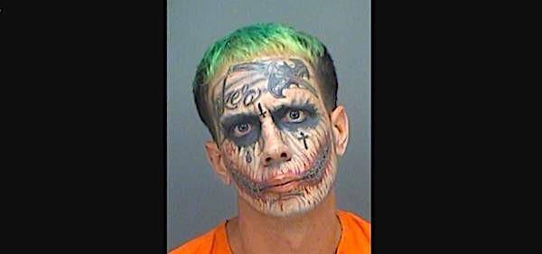 Lawrence Patrick Sullivan, com suas tatuagens inspiradas no vilão Coringa (Foto: Divulgação)