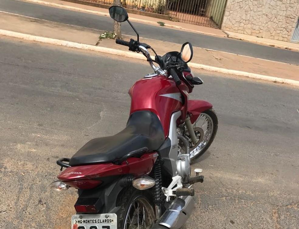 Moto foi roubada em Montes Claros há seis meses. (Foto: Polícia Militar/Divulgação)