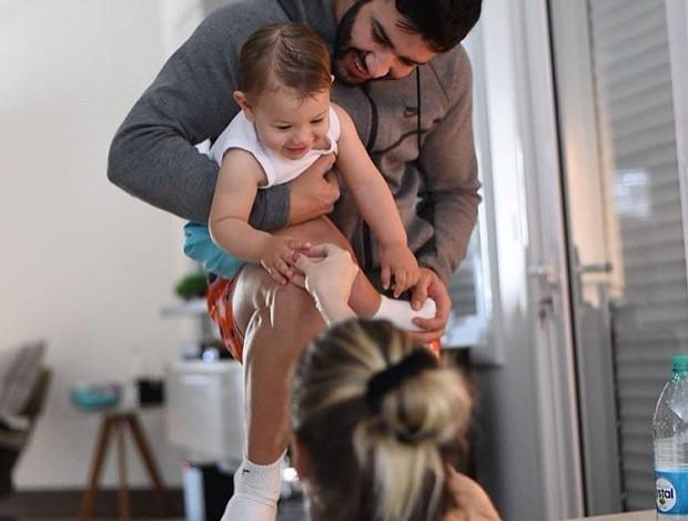 Gabriel também deu uma forcinha para a mãe, Andressa Suita, durante o parto (Foto: Reprodução/Instagram)