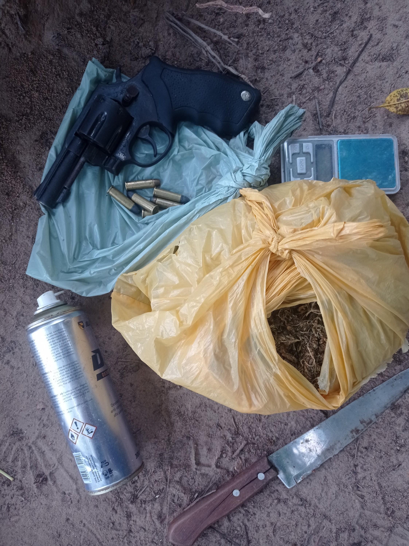Operação apreende submetralhadora, revólver e drogas em São Miguel dos Milagres, AL