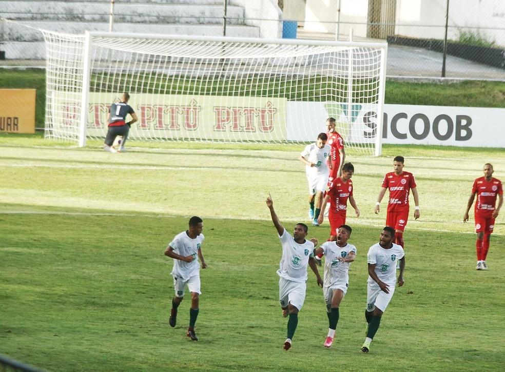 Everaldo fez o primeiro gol do Palmeira diante do América-RN — Foto: Alexandre Lago