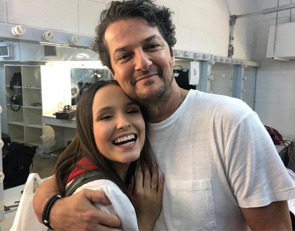 Larissa Manoela e Marcelo Serrado (Foto: Divulgação)