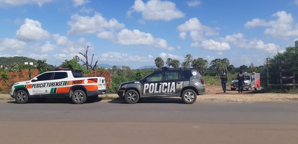 Perícia e Polícia Civil foram acionados após o crime e iniciaram as investigações.  — Foto: SVM