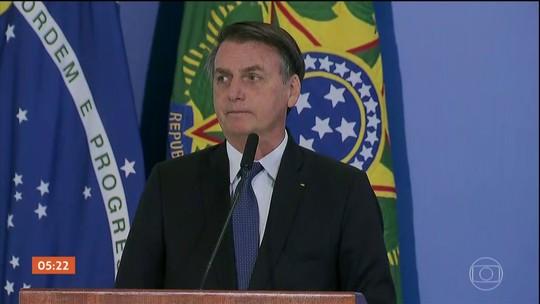 Por ordem judicial, Bolsonaro se desculpa por dizer que deputada não merecia ser estuprada