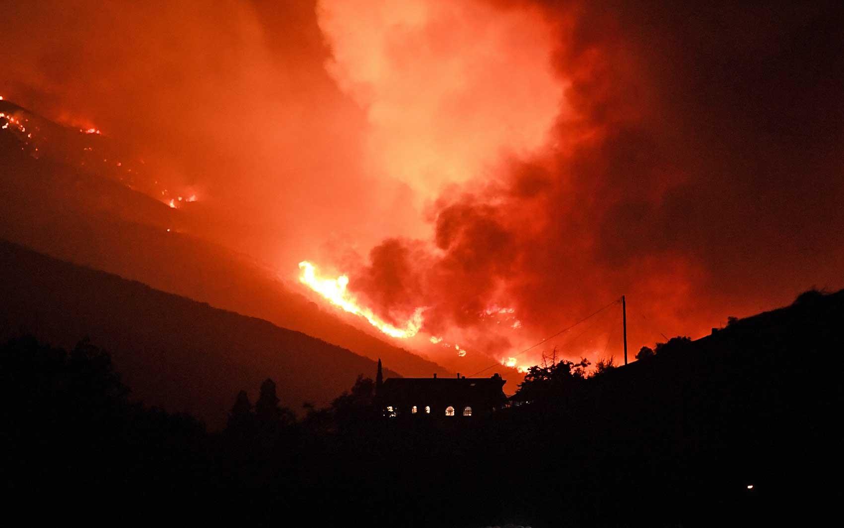 Incêndio florestal provoca evacuações na Califórnia