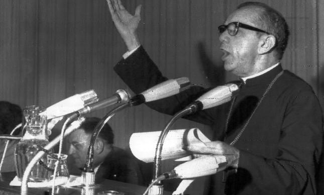 Dom Hélder Câmara discursa no Congresso Mundial da Juventude Católica, em Berlim Ocidental, no ano de 1968