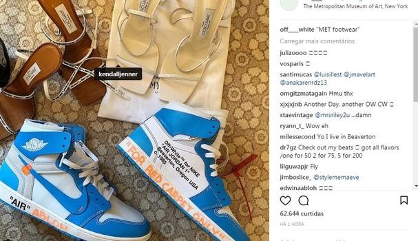 Perfil da Off White compartilha o modelo da sandália de Kendall Jenner (Foto: Reprodução Instagram)