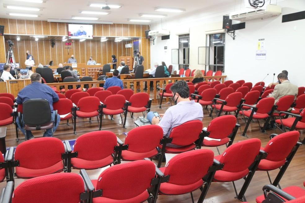 Plenário da Câmara de Lins durante sessão que deu posse ao prefeito interino; voto dos vereadores vai definir futuro prefeito — Foto: Ricardo Rodrigues/Câmara de Lins