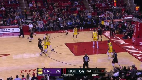Com grande atuação de James Harden, Rockets vencem Lakers na prorrogação