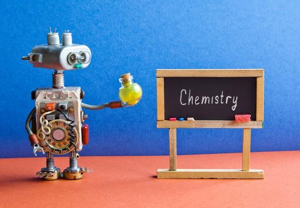Robôs podem começar a substituir professores em 10 anos, diz ...