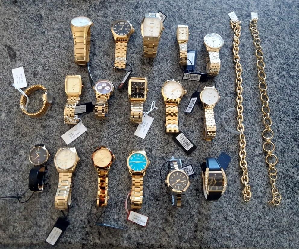 Oito suspeitos de roubo a relojoaria são presos com relógios, anéis e colares em SC