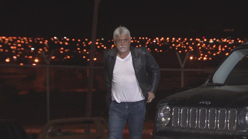 Raad Massouh chega a delegacia para liberar filho (Foto: Reprodução/TV Globo)