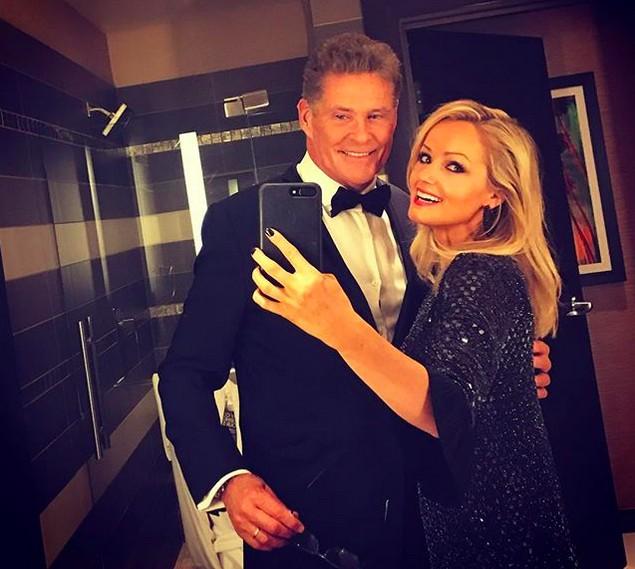 O ator David Hasselhoff com a esposa, a modelo Hayley Roberts (Foto: Instagram)