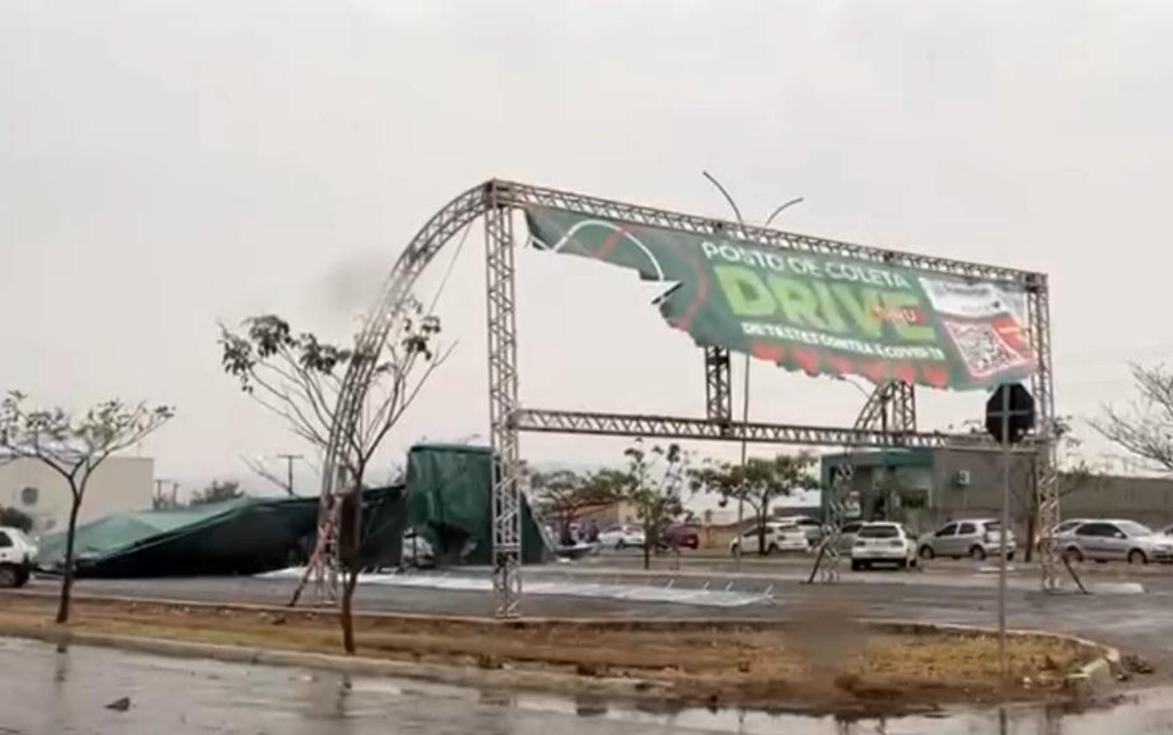 Temporal destrói tenda onde eram feitos exames para Covid-19, em Goianésia