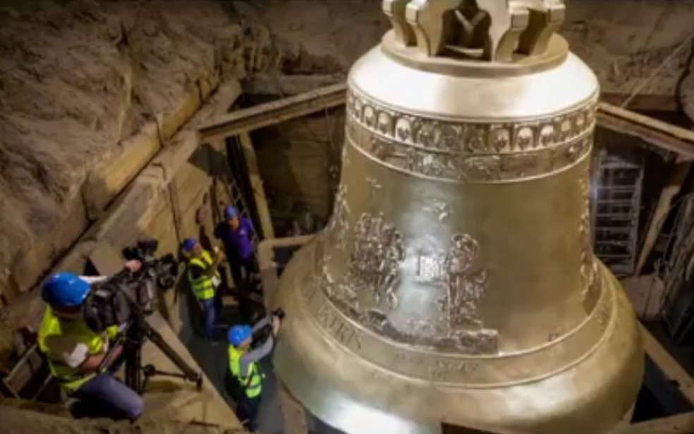 Vox Patris, maior sino do mundo que será instalado na Basílica de Trindade custou R$ 17 milhões, segundo o MP — Foto: Reprodução/TV Anhanguera