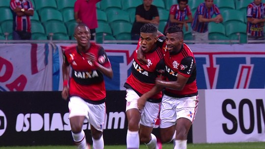 Gols, passes e até banco: Éverton Ribeiro revê Bahia um turno depois de estreia