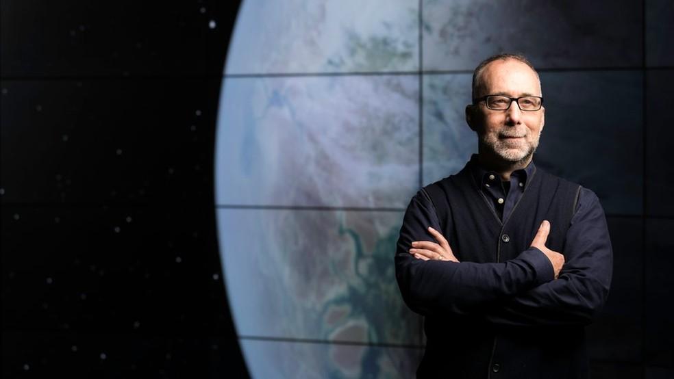O físico e astrônomo Adam Frank, da Universidade de Rochester, nos Estados Unidos, lidera a pesquisa para 'caçar' sinais de civilizações alienígenas — Foto: Divulgação via BBC
