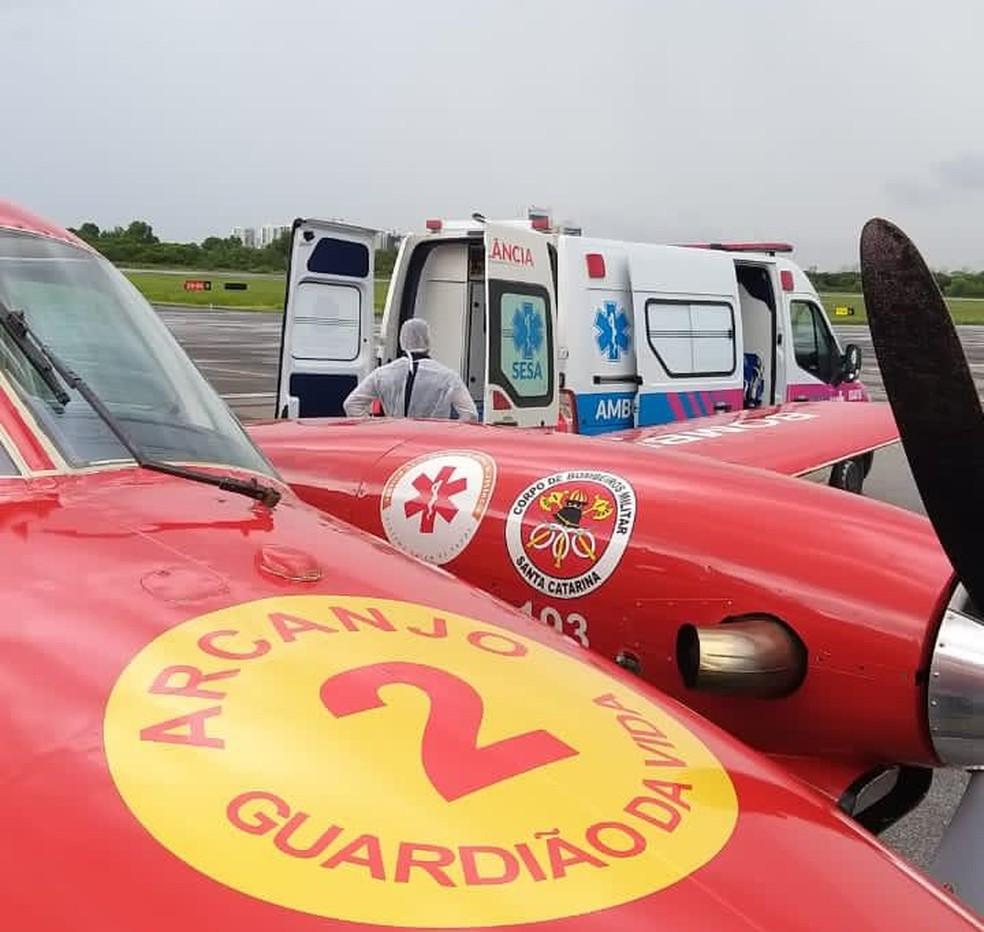 Cinco pacientes com Covid foram levados de SC para o ES — Foto: Corpo de Bombeiros de SC/Divulgação
