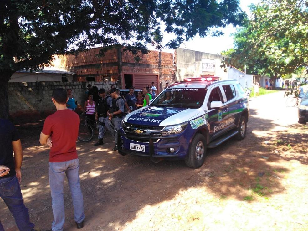 Policial militar à paisana baleou assaltante que tentava levar celular de pessoa na rua (Foto: Osvaldo Nóbrega/TV Morena)