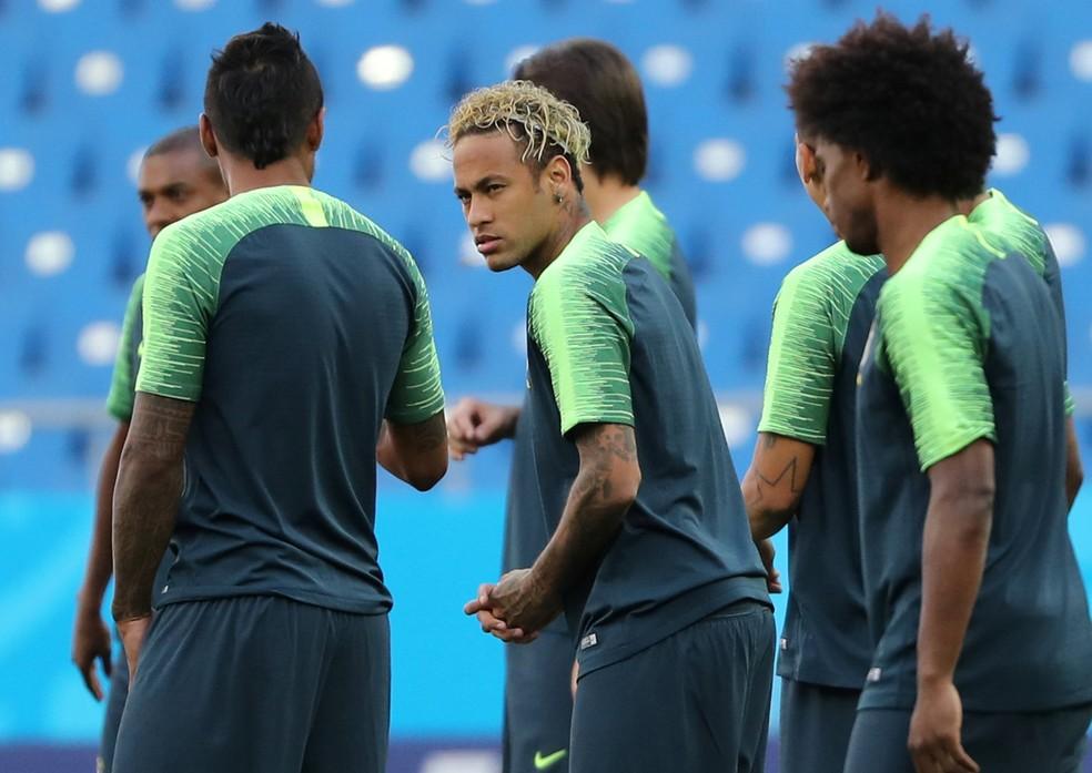 Neymar treina com cabelo novo (Foto: Reuters)