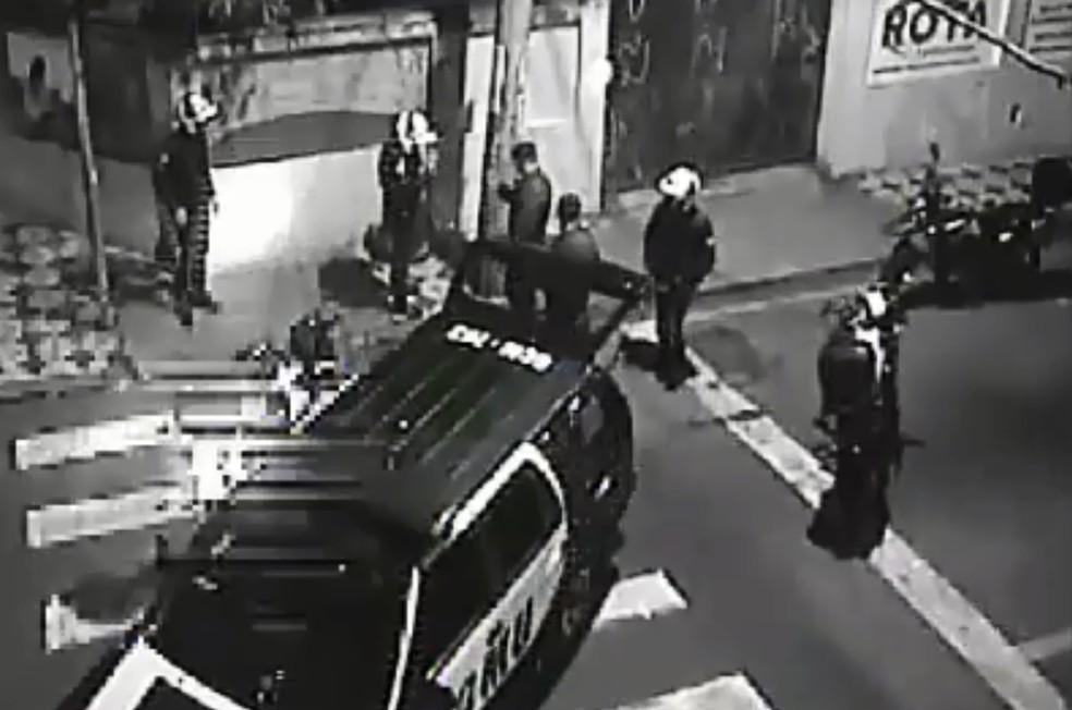 Equipes da GCM de Sorocaba prenderam a dupla em flagrante (Foto: Guarda Civil Municipal/Divulgação)
