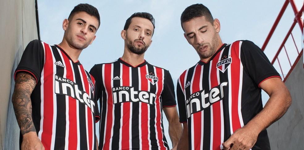 Liziero, Nenê e Diego Souza com a camisa 2 do São Paulo (Foto: Divulgação)