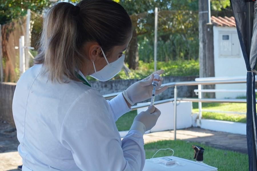 Dupla que furou fila da vacinação contra a Covid em Frederico Westphalen pagará multa para evitar processo, diz MP