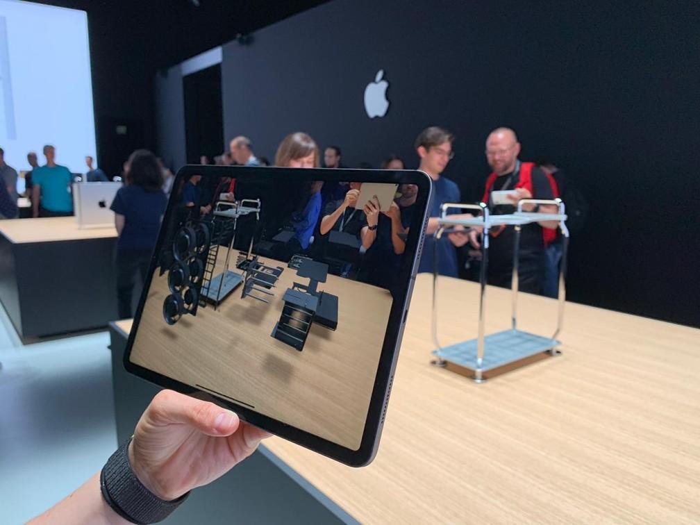 Apple traz novidades para realidade aumentada, ampliando funcionalidades da ferramenta — Foto: Thiago Lavado/G1