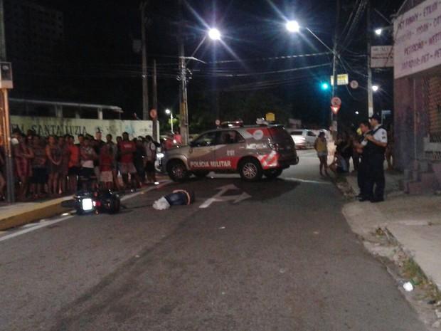 Homem foi morto com dois tiros (Foto: Foto: André Alencar/ TV Verdes Mares)