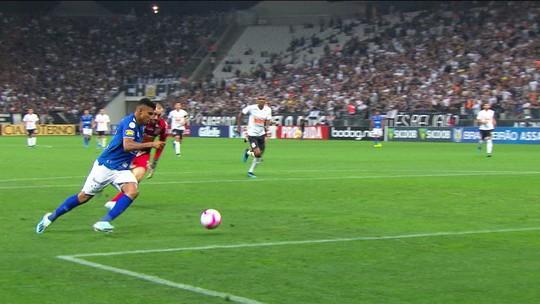 Abel cita Luxemburgo e Muricy Ramalho ao conter euforia no Cruzeiro após time deixar o Z-4