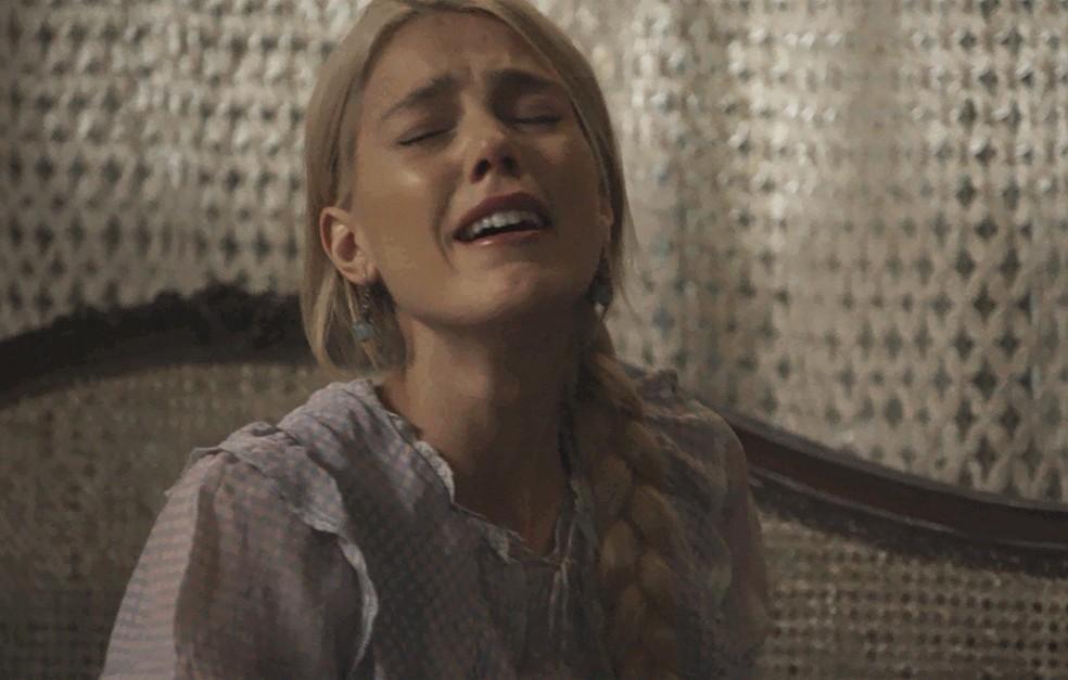 Depois que Camilo vai embora, Jane chora de tristeza  (Foto: TV Globo)