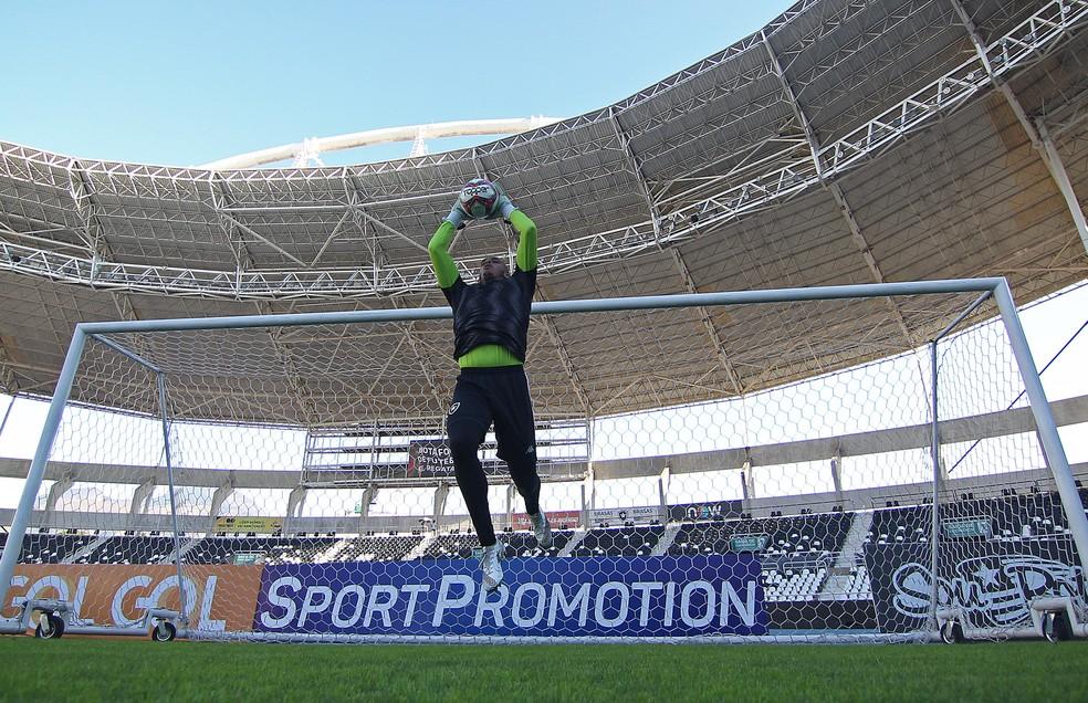 Diego Loureiro fez sua estreia na Série B diante do Cruzeiro, no último sábado — Foto: Vitor Silva/Botafogo