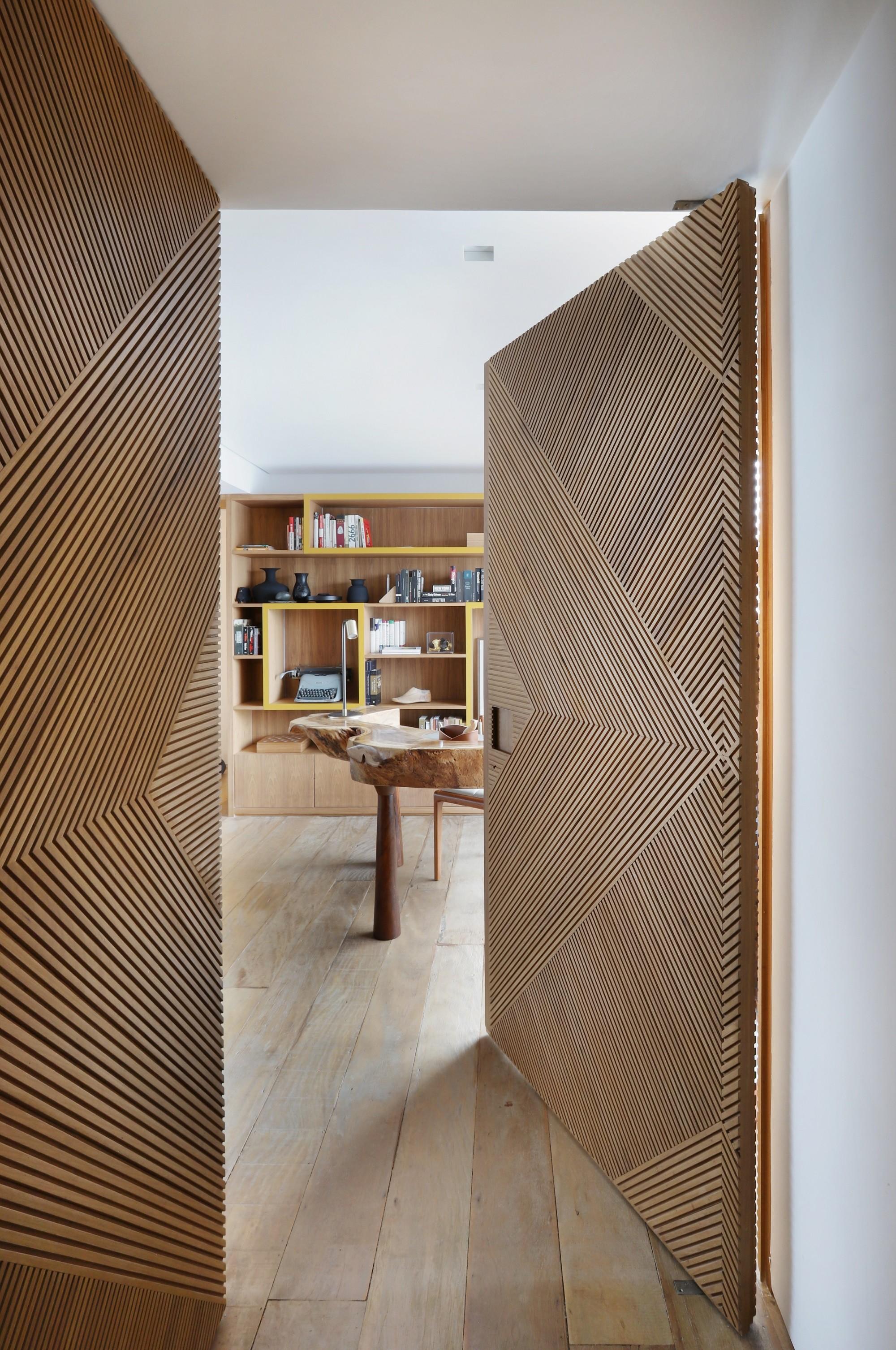 23 projetos incríveis com portas mimetizadas (Foto: Mariana Orsi/Divulgação)