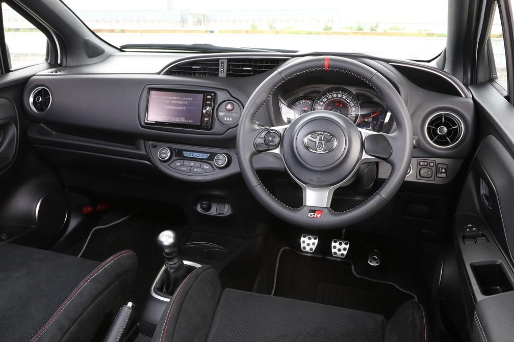 Interior do Toyota Vitz GR (Foto: Divulgação)
